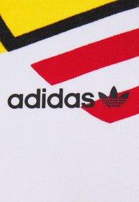 adidas Originals - LOGO PLAY UNISEX - Sudadera - white - 7