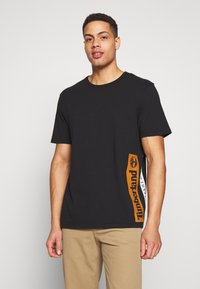 Timberland - ESTABLISHED BLOCK LOGO TEE - T-Shirt print - black/wheat boot - 0