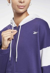 Reebok - LINEAR LOGO FRENCH TERRY ZIP UP HOODIE - Zip-up hoodie - purple - 3