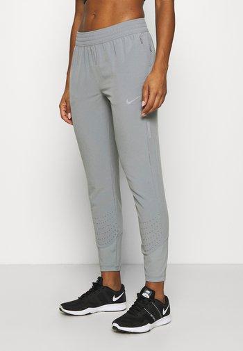 SWIFT PANT - Pantalones deportivos - particle grey/silver