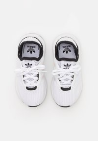 adidas Originals - SWIFT RUN X C UNISEX - Trainers - footwear white/core black - 3