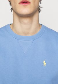 Polo Ralph Lauren - FLEECE CREWNECK SWEATSHIRT - Felpa - blue lagoon - 6