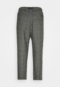 Gramicci - BLEND TUCK PANTS LOOSE - Chino - dark grey - 1