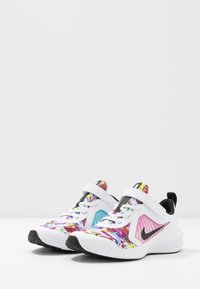 Nike Performance - DOWNSHIFTER 10 FABLE - Zapatillas de running neutras - white/black/fire pink/blue fury - 3