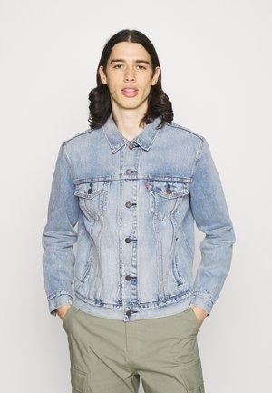 THE TRUCKER - Veste en jean - light-blue denim
