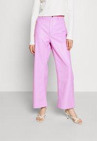 NA-KD - HIGH WAIST PANTS - Trousers - lilac - 0
