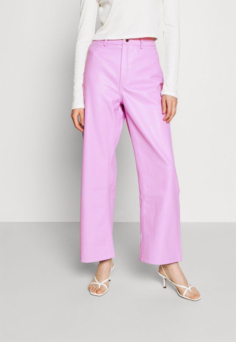NA-KD - HIGH WAIST PANTS - Trousers - lilac