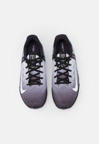 Nike Performance - METCON 6 UNISEX - Treningssko - black/white - 3