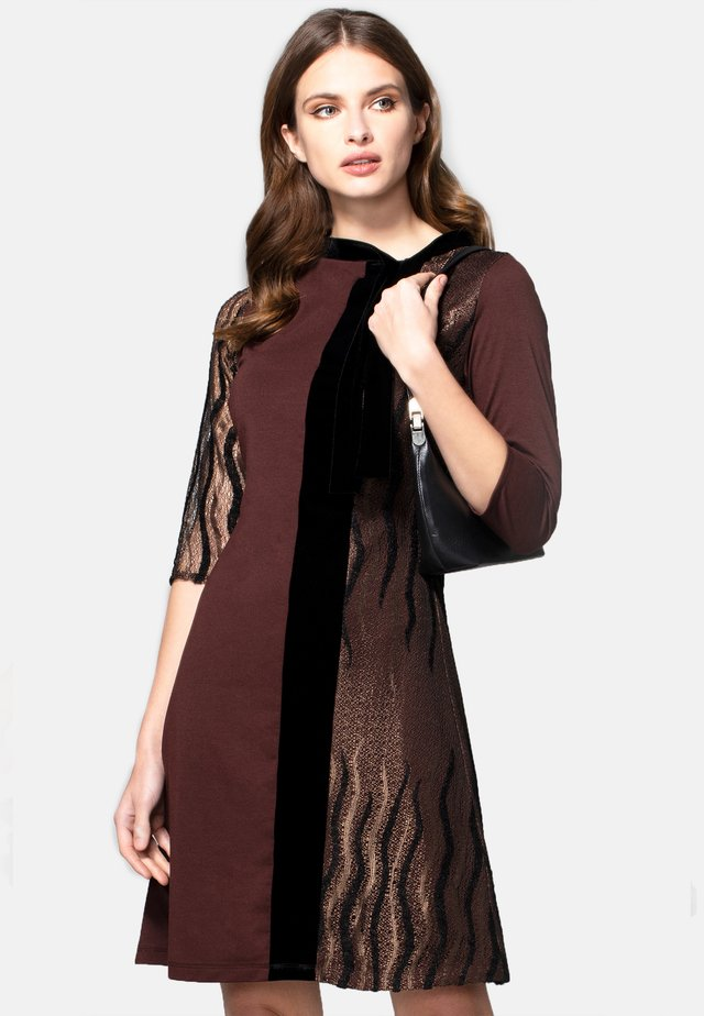 PRINCESS SEAM WITH VELVET - Day dress - chocolate jersey