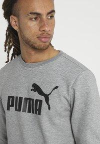 Puma - LOGO CREW BIG LOGO - Felpa - medium gray heather - 3