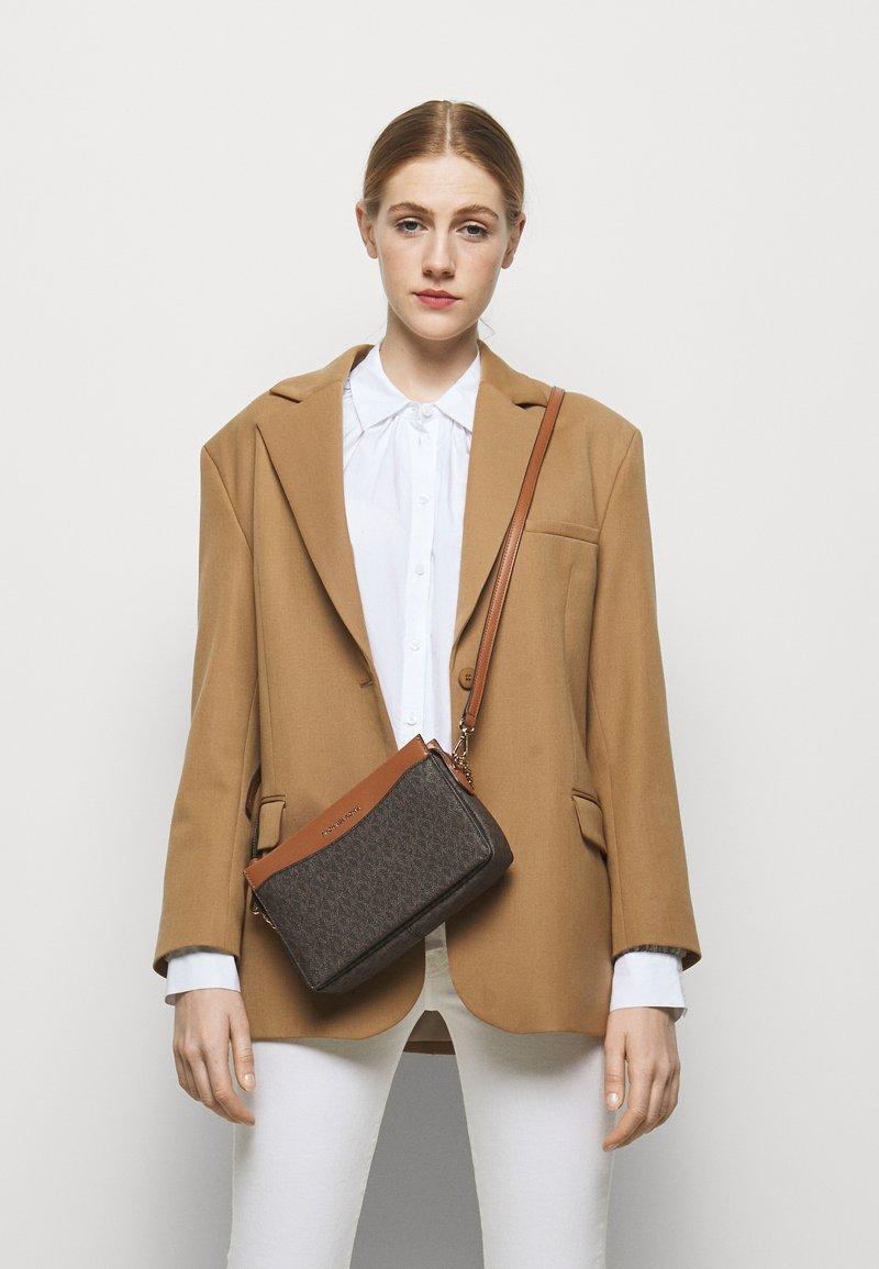MICHAEL Michael Kors - JET CHAIN XBODY - Handbag - brown/acorn