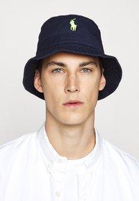 Polo Ralph Lauren - BUCKET HAT - Hatt - navy/neon - 0