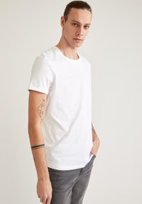 DeFacto - LONG FIT - Basic T-shirt - white - 3