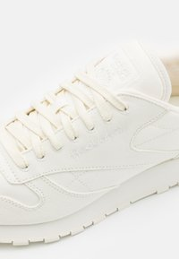 Reebok Classic - CL LTHR GROW - Sneakersy niskie - white - 5
