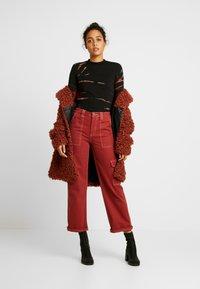 Weekday - MEJA - Langærmede T-shirts - tie dye red - 1