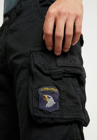 Alpha Industries - CREW PATCH  - Shorts - black - 3