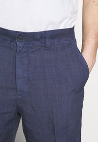 120% Lino - Shorts - dark blue fade - 5