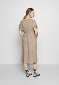 JoJo Maman Bébé - BUTTON FRONT MIDI DRESS - Shirt dress - natural - 2