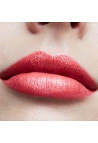 MAC - FROST LIPSTICK - Lipstick - costa chic - 2