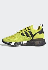 adidas Originals - ZX 2K BOOST UNISEX - Tenisky - acid yellow/core black/footwear white - 7