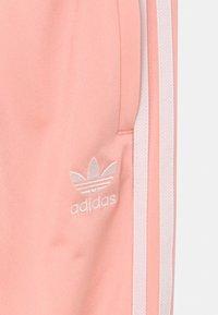 adidas Originals - UNISEX - Verryttelyhousut - haze coral/white - 2