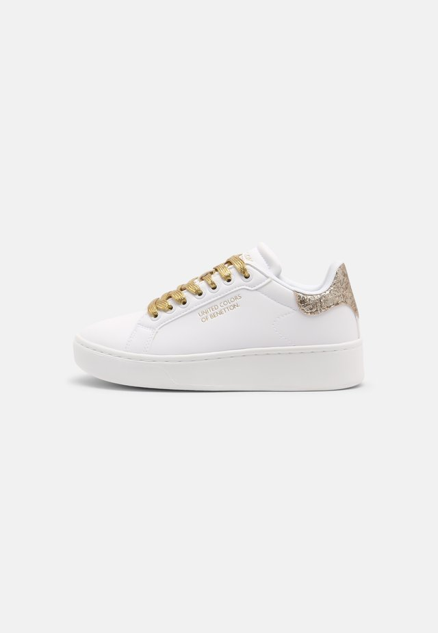 TRIPLE GLIT - Baskets basses - white/gold