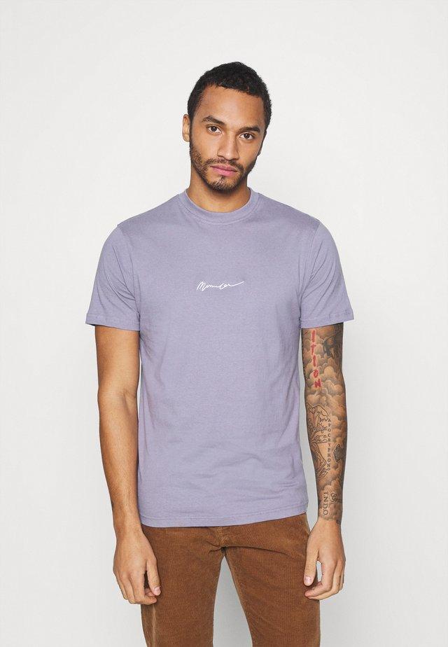 UNISEX ESSENTIAL SIGNATURE - T-shirt basique - murky violet