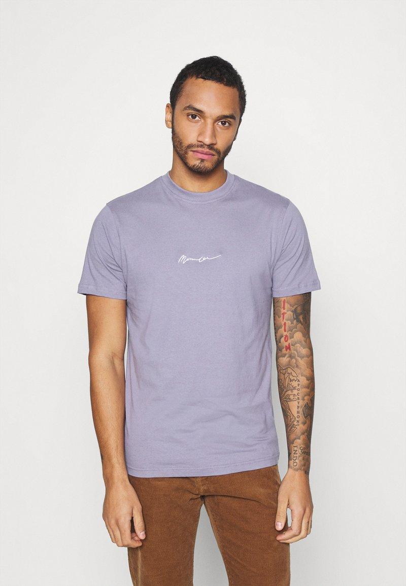 Mennace - UNISEX ESSENTIAL SIGNATURE - Basic T-shirt - murky violet