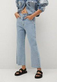 Mango - JULIETA - Relaxed fit jeans - middenblauw - 0