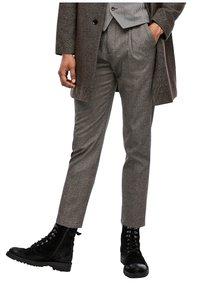 s.Oliver BLACK LABEL - SLIM FIT: TWEEDHOSE - Trousers - brown tweed - 6