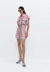 Uterqüe - MIT VICHYKAROS  - Shirt dress - pink - 1