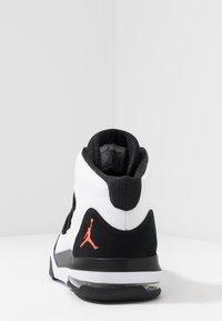 Jordan - MAX AURA - Sneakers high - white/infrared/black - 3