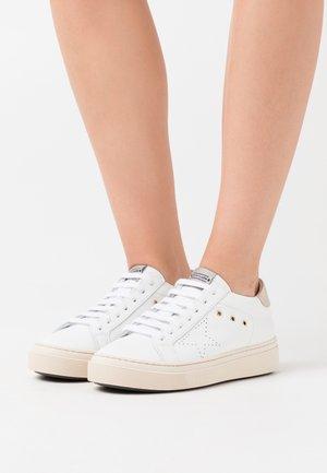 LOGAN - Sneakers basse - acciaio