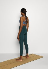 Cotton On Body - LIFESTYLE POCKET 7/8 - Legging - june bug - 2