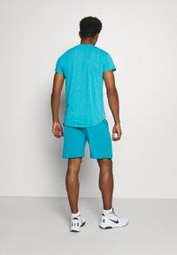 Nike Performance - FLX ACE - Pantalón corto de deporte - neo turquoise/white - 2