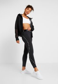 Under Armour - FAVORITE GRAPHIC LEGGING - Legging - black/white - 1