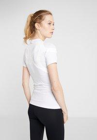 ODLO - CREW NECK ACTIVE SPINE LIGHT - Print T-shirt - white - 2