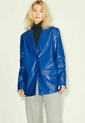 Blazer - blue iolite