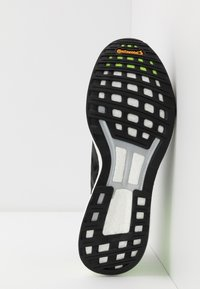 adidas Performance - ADIZERO BOSTON 9 M - Løbesko stabilitet - cblack/cblack/siggnr - 4