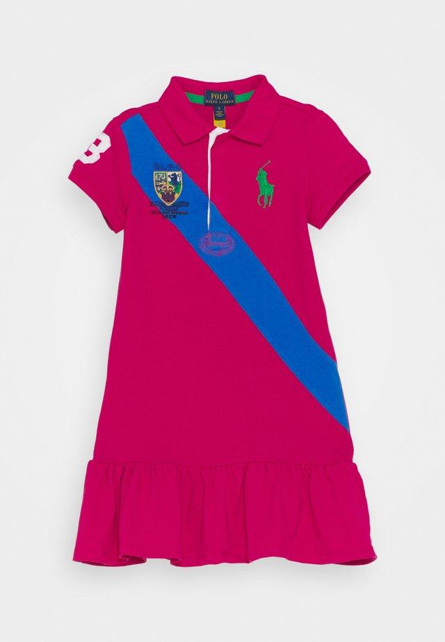 POLO DRESS - Robe d'été - accent pink