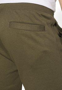 Pier One - 2 PACK - Shorts - khaki/dark blue - 9