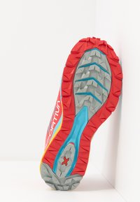 La Sportiva - JACKAL WOMAN - Trail running shoes - hibiscus/malibu blue - 4
