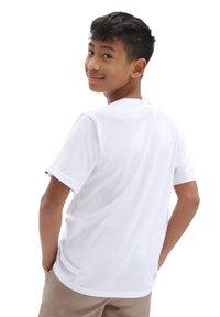Vans - BY OTW LOGO FILL BOYS - T-shirt med print - white/spiral tie dye - 1