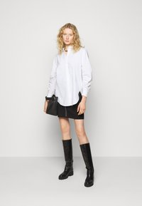 Steffen Schraut - CLEMANDE FANCY SLEEVE BLOUSE - Button-down blouse - white - 1