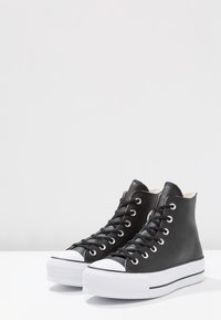 Converse - CHUCK TAYLOR ALL STAR LIFT CLEAN - High-top trainers - black/white - 4