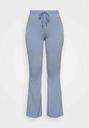 MILA LOUNGE FLARED PANT - Pyjama bottoms - powder blue