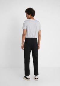 Holzweiler - ISAK TROUSERS - Spodnie materiałowe - black - 2