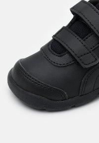 Puma - STEPFLEEX 2 UNISEX - Sports shoes - black - 5