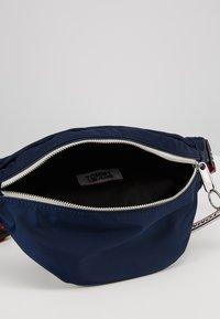 Tommy Jeans - LOGO TAPE BUMBAG  - Bæltetasker - blue - 4