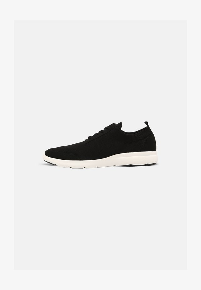 TRAVLR - Sneakers laag - black